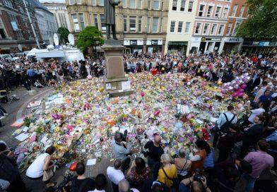 Davanti al terrore ci riscopriamo comunità.